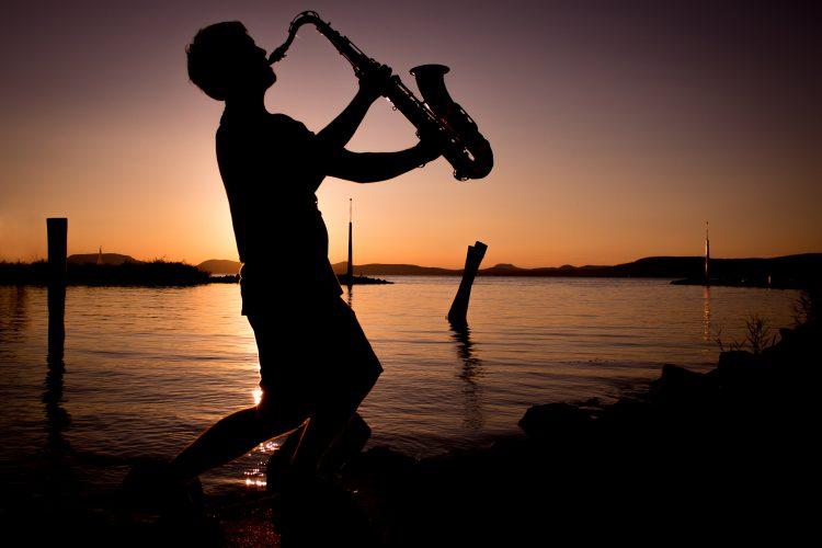 comment jouer la gamme chromatique au saxophone cours de saxophone gratuit en ligne. Black Bedroom Furniture Sets. Home Design Ideas