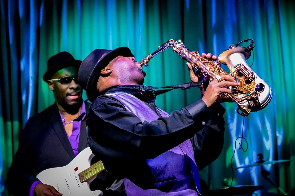 Jouer du saxophone